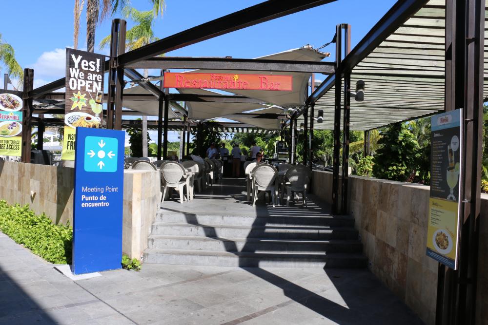 Berryhill outdoor restaurant Cancun Airport